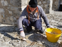 Foto particolare del piazzale in pietra di Paestum durante i lavori di restauro (14)