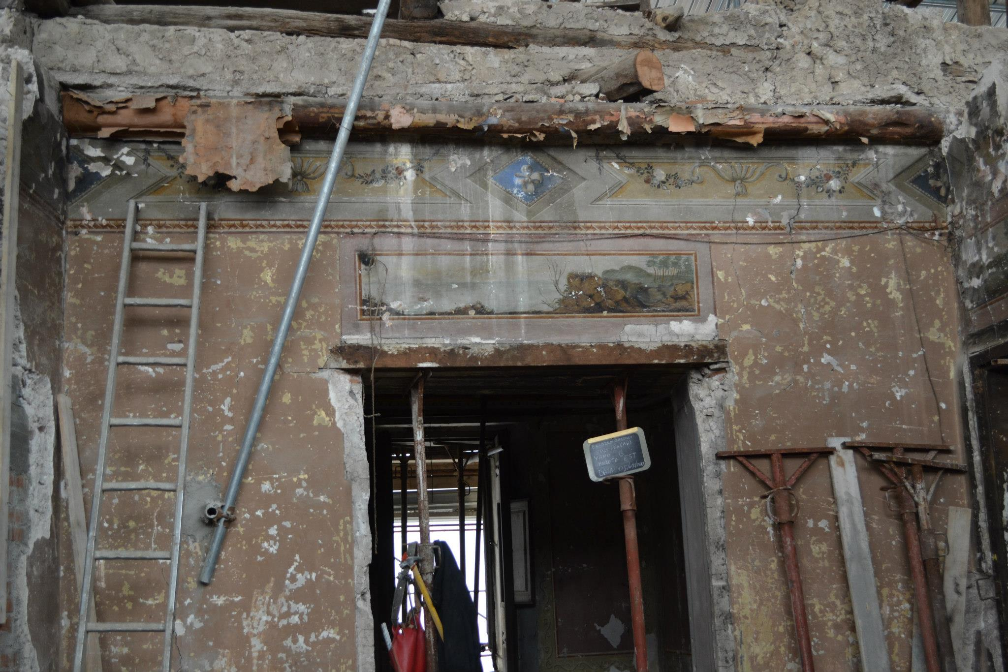 Palazzo Garzilli Solofra (AV) - Distacchi di pitture murali